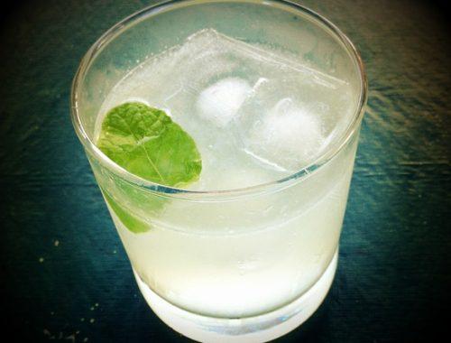Drink med gin og mynte